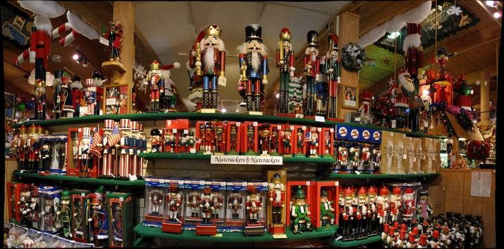 Bronners Christmas Wonderland.Bronner S Christmas Wonderland 1 Frankenmuth Michigan